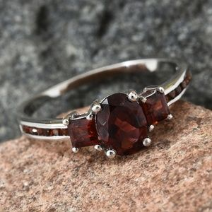 Jewelry - Mozambique Garnet Platinum O/ Sterling Silver Ring